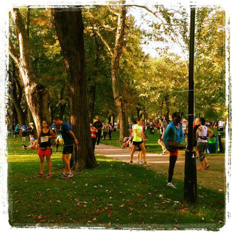 Le parc Laurier et son ambiance fébrile avant le départ du 10 km.