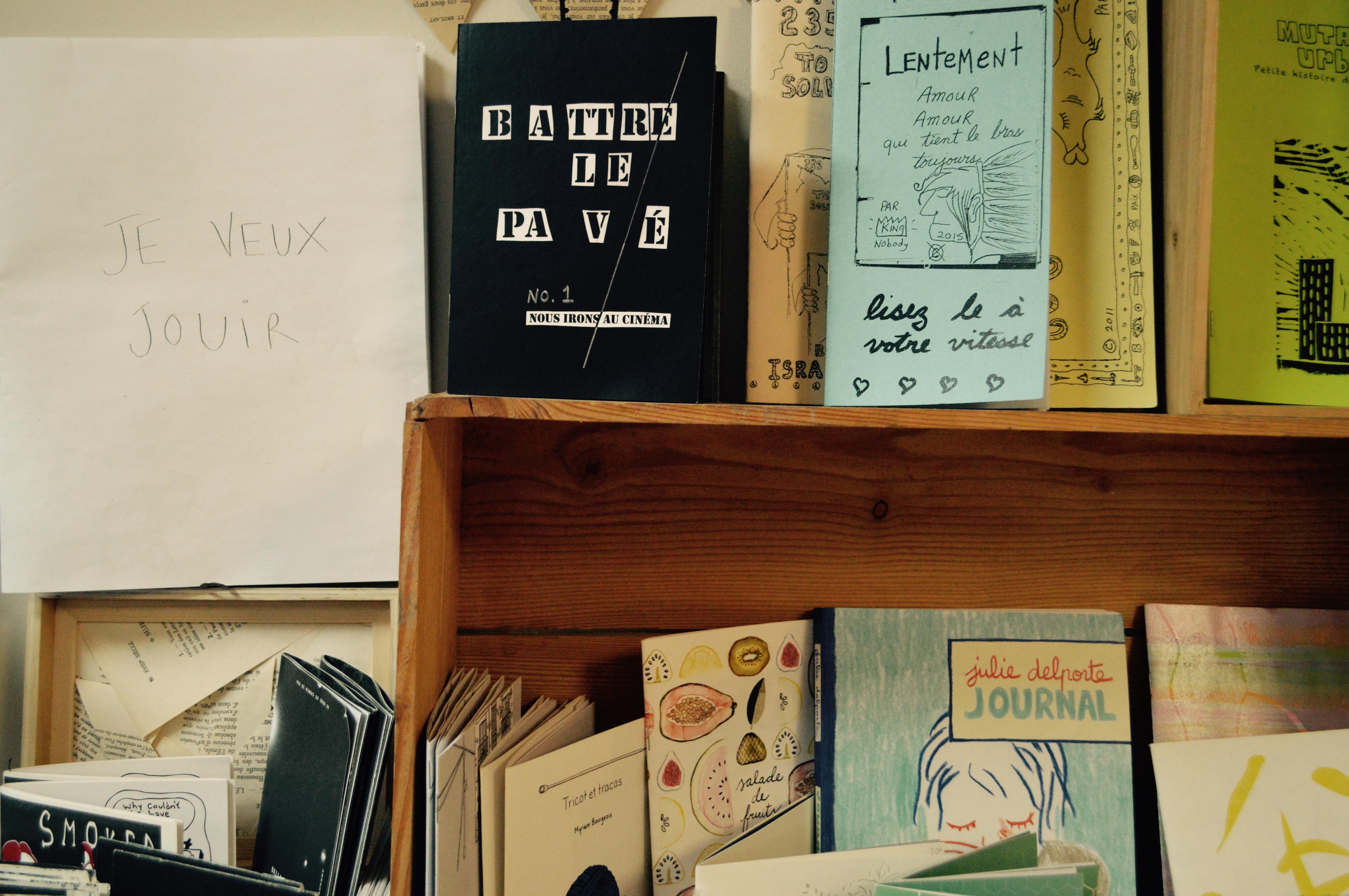 La fl che rouge librairie et ruche d art dans un quartier for Ame atelier du meuble environnemental inc